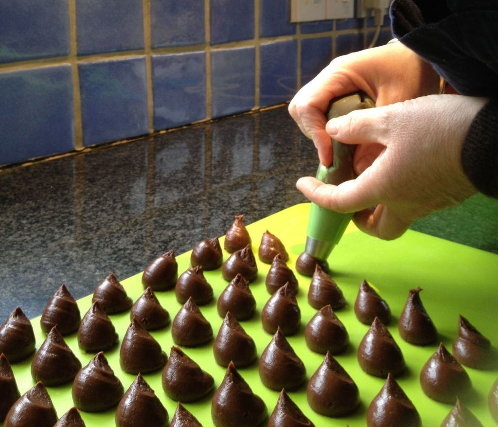 Piping out the ganache